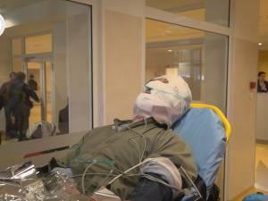 Un bătrân a suferit arsuri pe faţă şi pe mâini după o explozie de la butelia din bucătărie