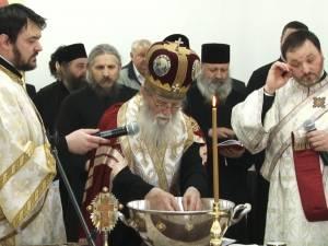 Noul sediu al Arhiepiscopiei Sucevei şi Rădăuţilor, sfinţit de un sobor de preoţi, în frunte cu ÎPS Pimen