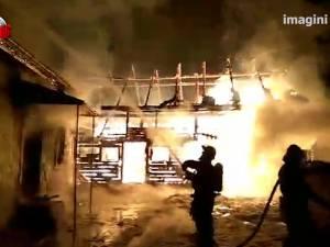 O gospodărie din Stulpicani a fost devastată de un puternic incendiu produs de un scurtcircuit
