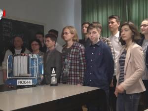"""Calificare la Campionatul Mondial de Robotică din SUA pentru un echipaj al Colegiului """"Petru Rareş"""""""