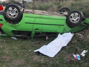 O tânără de 17 ani a murit după ce maşina pe care o conducea s-a răsturnat