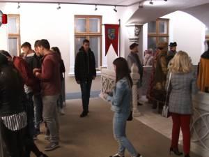 Buzduganul Regelui Ferdinand şi Coroana de Oţel a României vor fi aduse la Muzeul de Istorie din Suceava