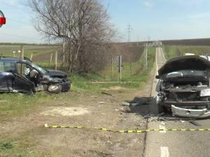 Accident cu două victime încarcerate, în urma unei depăşiri imprudente în zona Ratoş