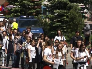 Aproape 1.200 de participanți la Marşul anti-violenţă, anti-drog, anti-tutun şi de prevenire a accidentelor rutiere