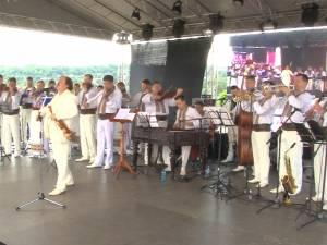 """Nicolae Botgros şi """"Lăutarii"""" de la Chişinău au fermecat publicul sucevean"""