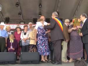 """Premii de 400 de lei pentru """"Cuplurile de aur"""" sărbătorite la Zilele Sucevei"""