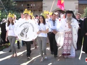 Urmaşi ai răzeşilor lui Ștefan cel Mare, din Moldova, Basarabia şi Bucovina, au venit să se închine la mormântul voievodului de la Putna