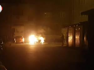Un incendiu pornit de la o maşină a afectat alte două autovehicule din apropiere