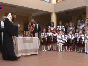 """Şcoala Primară şi Grădiniţa cu Program Prelungit """"Sfântul Ioan cel Nou"""" şi-au deschis ieri porţile"""
