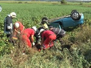Accident grav cu un polițist care s-a răsturnat cu mașina în timpul unei depășiri