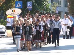 """Festivalul Internaţional de Folclor """"Friedrich Schwartz"""", ediţia a IV-a, a debutat ieri cu Parada Portului Popular"""