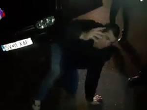Un șofer beat a căzut în fața polițistilor rutieri