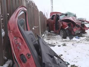 Tatăl şi fiul morţi, mama în stare gravă la spital, după ce un şofer a făcut o depășire pe linie continuă