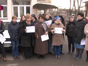 Angajaţi de la încă două instituţii au protestat nemulţumiţi de salarii