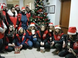 Voluntari de la Crucea Roşie, cu colinda la Monitorul de Suceava