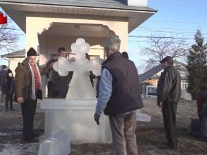 Credincioşii din Bosanci se vor aduna de Bobotează în jurul altarelor cu cruci de gheaţă şi în acest an