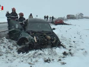 Accident cu trei răniți, după ce o șoferiță a scăpat mașina de sub control