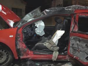 Accident violent pe o stradă din Suceava, cu o maşină condusă ca la cursele de viteză
