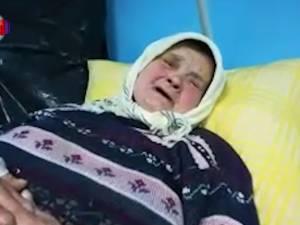 Bătrână tâlhărită de un individ care a intrat peste ea în casă şi i-a pus cuţitul la gât
