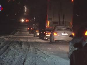 Circulaţie în condiţii foarte grele şi blocaje temporare pe drumurile naţionale