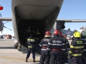Plan roşu de intervenţie după o aterizare forţată şi o ciocnire între două aeronave, pe pista Aeroportului Suceava
