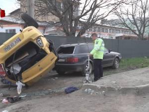 O femeie a murit şi alte trei persoane au ajuns la spital, după ce un tir a lovit un taxi la Şcheia
