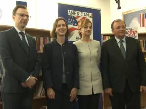 """""""American Shelf"""", inaugurat la Biblioteca Bucovinei, în prezenţa adjunctului şefului Misiunii Diplomatice a SUA în România"""
