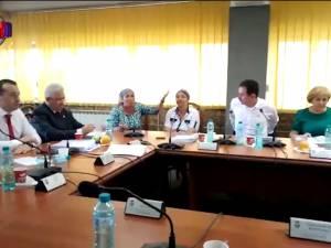 """""""Apă vrem și să putem face buletine la copii!"""", strigă în lacrimi romii de pe Mirăuți, către Consiliul Local Suceava"""