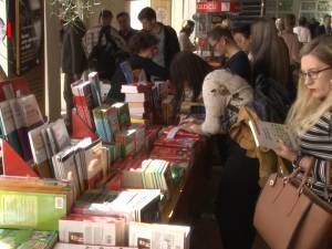 Întâlnire a iubitorilor de lectură cu autori și edituri, la a V-a ediție a Salonului Internațional de Carte