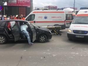 Accident în intersecţie, pe Calea Unirii, după ce un şofer a forţat semaforul