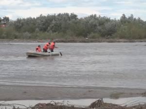 O tânără de 25 de ani şi un bătrân au murit în apele învolburate ale unui pârâu şi în râul Moldova