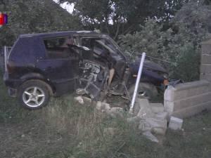 Un şofer de 19 ani, fără permis, a provocat un accident în care a murit un alt tânăr, iar tatăl lui este în comă