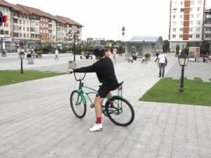"""Poliţiştii au venit cu """"bicicleta beată"""" în centrul Sucevei"""