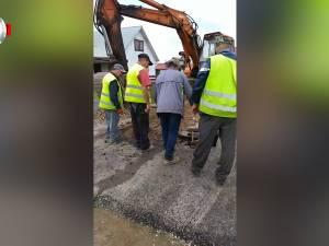 Stradă asfaltată, spartă a doua zi pentru un racord la utilităţi