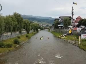 """Caiacele au revenit pe Bistrița Aurie, la cea de-a treia ediție a """"Dorna Kayak Fest"""""""