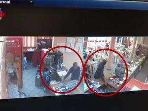Proprietarii autoservirii de la autogară îl caută pe un bărbat care le-a furat banii din casă