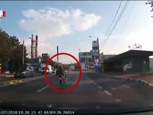 Motociclist rănit grav într-o intersecție din municipiul Suceava, în care a intrat pe roșu