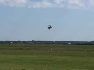 Accident aviatic la Frătăuți: un pilot mort, altul în stare foarte gravă după ce două avioane s-au ciocnit în aer