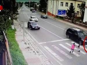 Imagini şocante care surprind momentul în care o fată de 13 ani este accidentată mortal pe trecerea de pietoni, la Ilişeşti