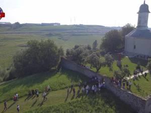 Sute de credincioşi au sărbătorit duminică hramul Sfintei Maria la Hagigadar
