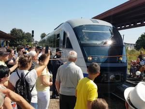 Trenul Suceava-Putna, redat circulaţiei cu promisiunea creşterii urgente a vitezei de deplasare