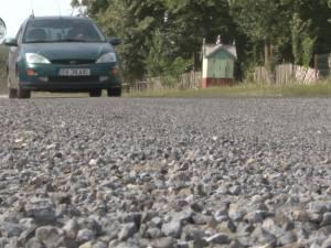 Drumul naţional Suceava-Dorohoi, acoperit cu pietriş concasat