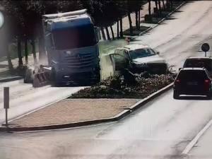 Accident cu un tir şi alte patru maşini la Metro