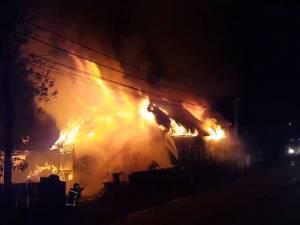 Incendiu devastator la casa părinteasca a interpretei Laura Lavric
