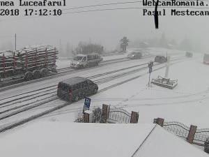 DN 17, pe Mestecăniș, blocat de un autocar care nu a mai putut înainta