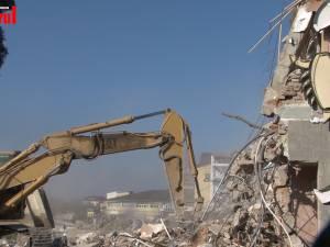 Restaurantul Scorpion, demolat cu buldozerele, pentru a face loc unui Kaufland Mall