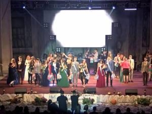 """Mister, magie şi 20 de wiccani talentaţi, la Balul Bobocilor de la Colegiul """"Mihai Eminescu"""""""