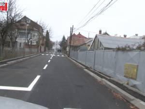 Record de treceri de pietoni trasate pe o stradă cu trotuare de-o palmă