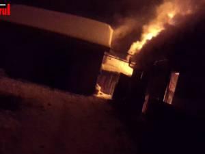 O familie cu doi copii a rămas fără locuinţă în plină iarnă, în urma unui incendiu violent