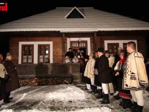 """Lumea plină de farmec a Crăciunului, cu colinde și bucate tradiționale, reînviată de echipa """"10 pentru folclor"""""""